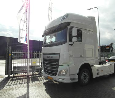 DAF XF106.460 Super Space Cab Lowdeck